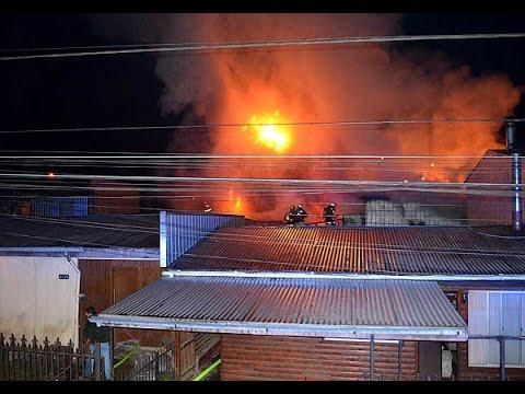 INCENDIO ESTRUCTURAL DE TRES VIVIENDAS EN SECTOR PEDRO DE VALDIVIA - TEMUCO, CHILE