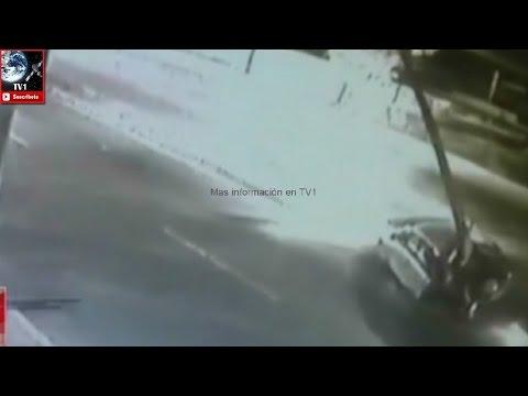 CAPTAN CON CAMARA VIAL CHOQUE FATAL E INCENDIO DE AUTO EN CIRCUITO INTERIOR - CIUDAD DE MÉXICO EN MÉXICO