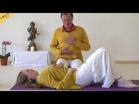 Vollständige Yogaatmung im Liegen