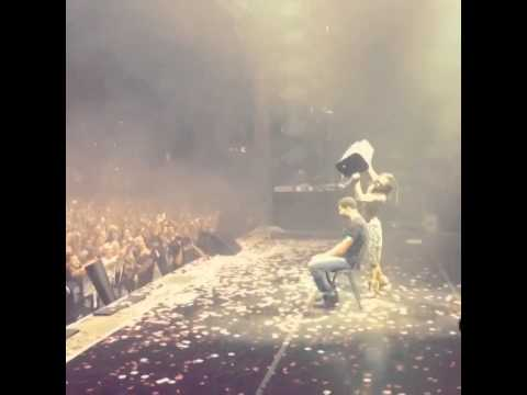 Drake Does The ALS Ice Bucket Challenge On Stage With Lil Wayne