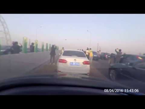UFO Over China Freeway Makes Traffic Come To Stop, UFO Sightings Daily