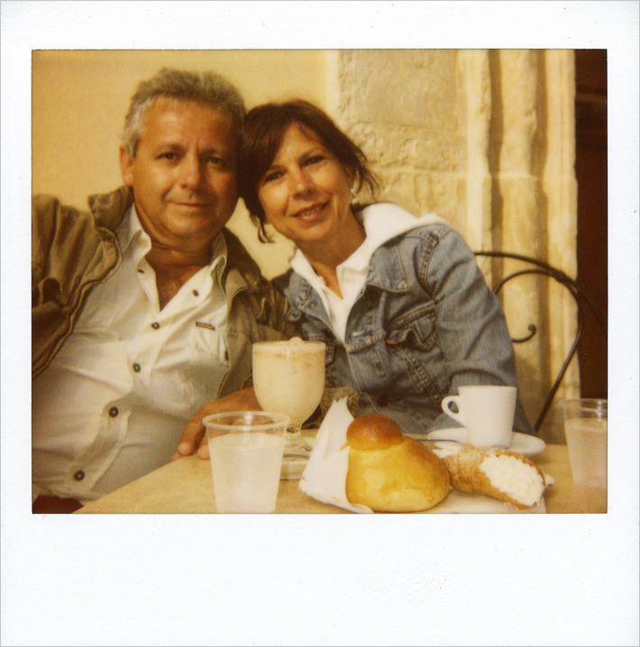 """NOTO, colazione da """"Costanzo"""" : granita alla mandorla, brioche, caffè e cannolo alla ricotta"""