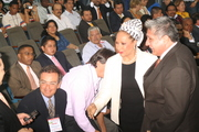 La senadora Piedad Cordoba saludando a algunos congresistas (agosto 2009, Colombia)