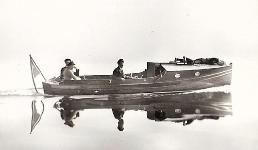 Tord Myrman på väg hem med nya båten 1932