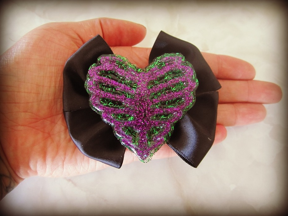 ribcage heart hair bow