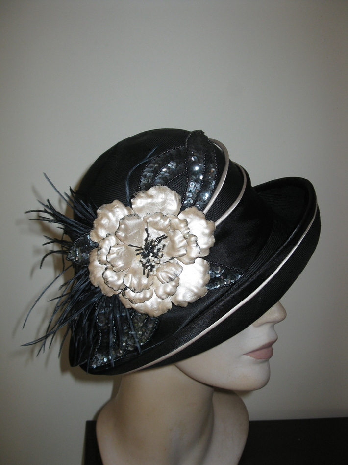 Black & Cream Cloche