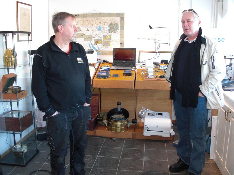 Agne på Lyth diskuterar med Anders (Terje Viken)