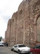 Lateral de la ampliación inconclusa de la parroquia de San Matías