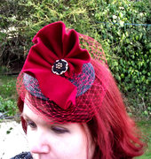 red fan fascinator