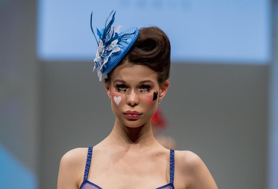 Blue fascinator by Anastasia Frei