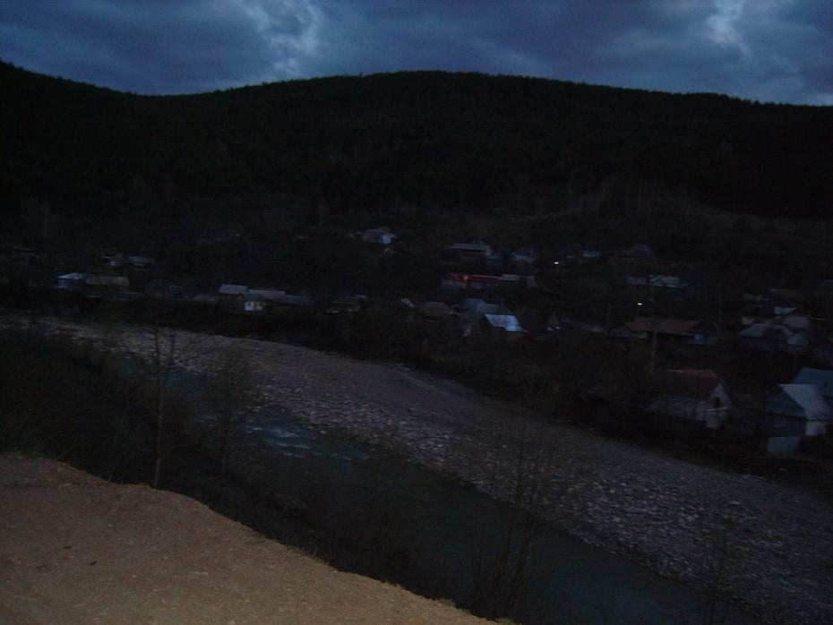 Înserare peste satul Coza