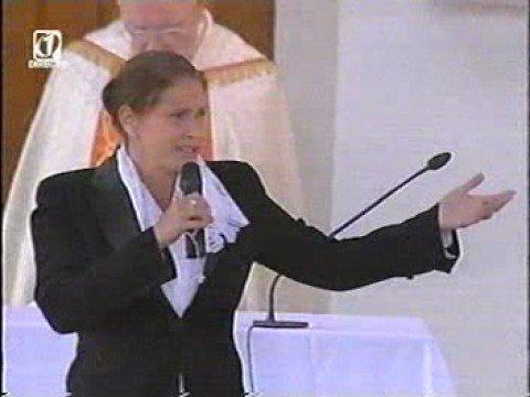 FAFÁ DE BELÉM CANTA AVE MARIA EM FÁTIMA, PORTUGAL