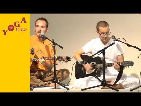 Mantra chanting: Om Ganapataye Namaha