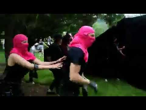 Pink antifa gets a beat down with a helmet by a calm guy.