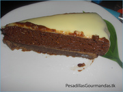 Tarta de mouse de chocolate con glaseado blanco (13)