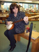 Fiona Ritchie of Thistle & Shamrock plays a gourd banjo!