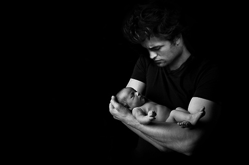 edward-cullen-holding-baby-renesmee[1]