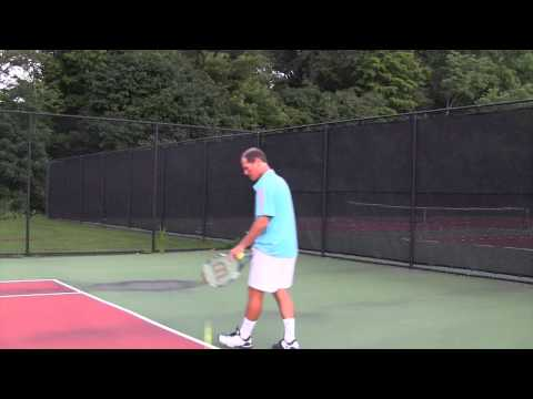 Tennis instruction - Serve - The correct timing while serving