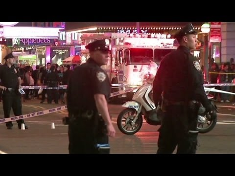 Police mistakenly shoot two bystanders at Times Square