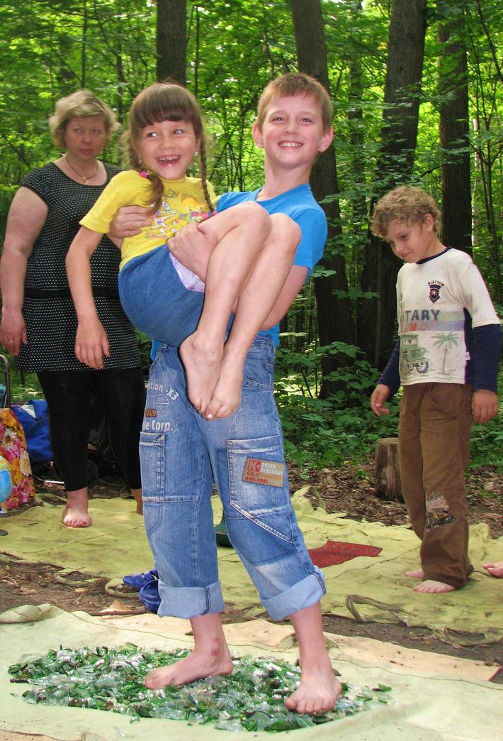 Стеклохождение: с детства ношу сестру на руках!