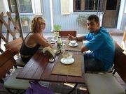 В кафе. Шанти и Миха.