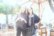 Samia (eu) e Karen no jardim