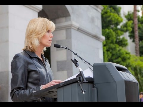 Laura Hayes NO ON SB277 speech Sacramento at The Capitol on April 8, 2015