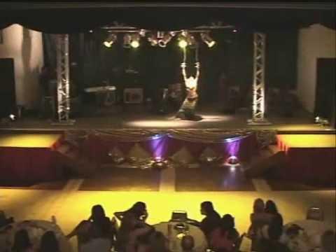 Dança do Ventre (RJ)  p/Festas e Eventos c/: IZLENE CRISTINA (21)9978-7025  e-mail:(  izlene.cristina@gmail.com )   *OBS.:SOLO c/ 2 ESPADAS