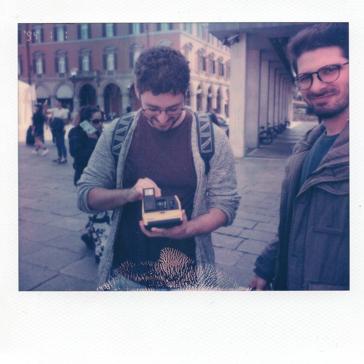 Mattia e la sua prima polaroid