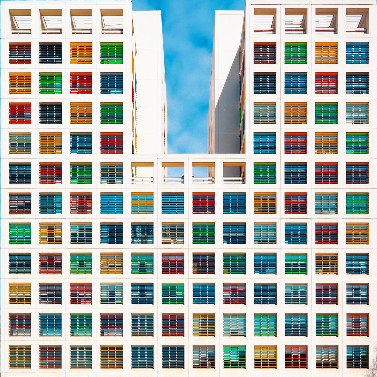 ფერადი კორპუსები, ფერადი ქუჩა, ფერადი შენობები, ფერადი სახლები, არქიტექტურა, ურბანზიაცია, qwelly, art, არტი, ბლოგი