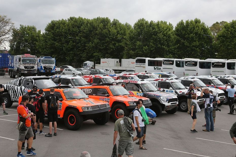 2016 Dakar - Standing Out In The Crowd