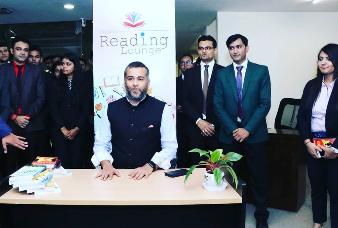 Chetan Bhagat in the Library