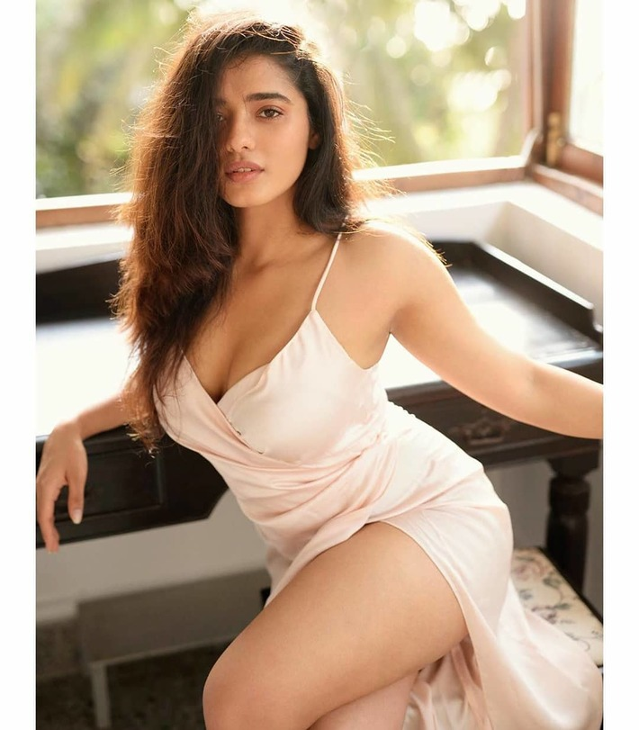 A Bangalore Call Girl with Super Model Body Shape For Your Fun