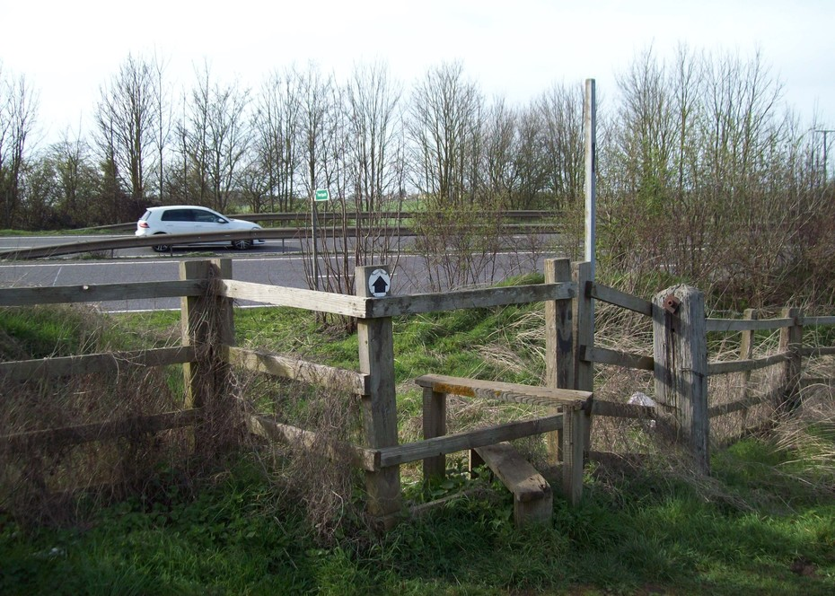 D16489  Footpath over A43 @ Towcester 23.3.19