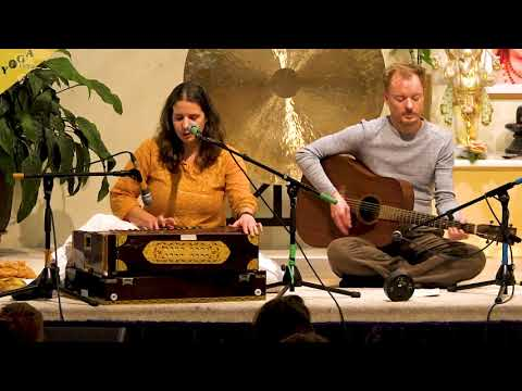 Om Tare Tuttare Ture Soha | Tara Mantra | Buddhist Chant by Anjali and Simon