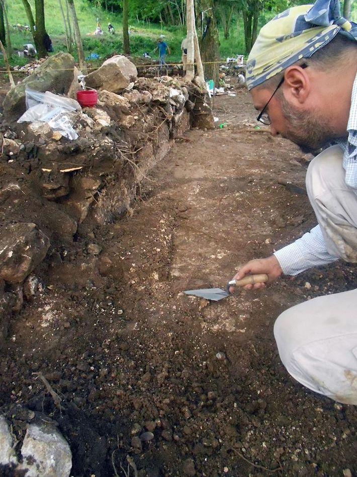 Excavaciones en Chinikihá, Chiapas