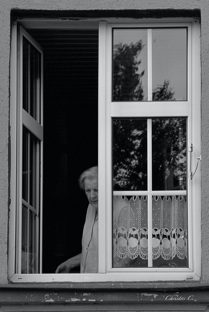 Το μισάνοιχτο παράθυρο...
