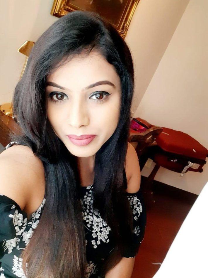 Karol Bagh Escorts Services in Hotel Garden With Real Photos