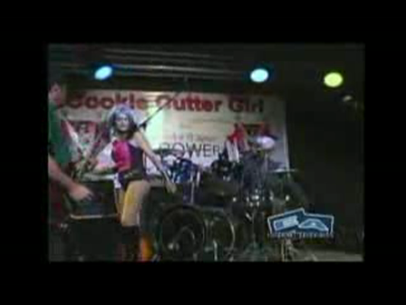 Cookie Cutter Girl, POP SUPERHERO (AKA Lynn Julian) Live Music Performance on eaTV!