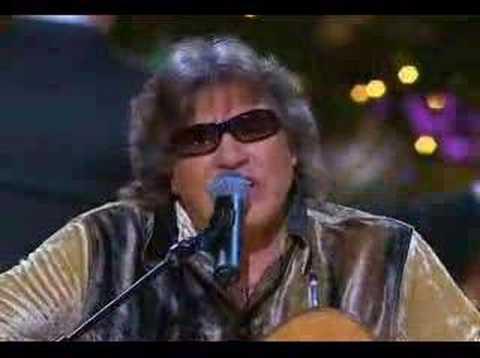 """José Feliciano sings """"Feliz Navidad"""""""