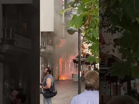 ARRIBO DE BOMBEROS DE CORDOBA A INCENDIO DE VIVIENDA EN AVENIDA GRAN CAPITÁN Nº25 - CÓRDOBA EN ANDALUCIA, ESPAÑA