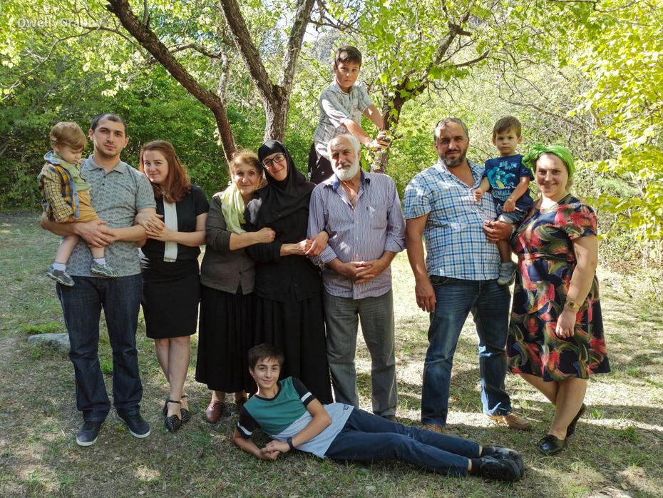 ოჯახური ფოტო - წინაპართა სტილი დაცულია