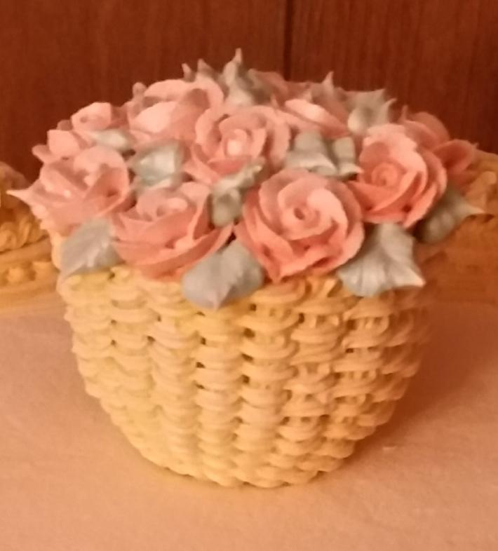rose basket on cake