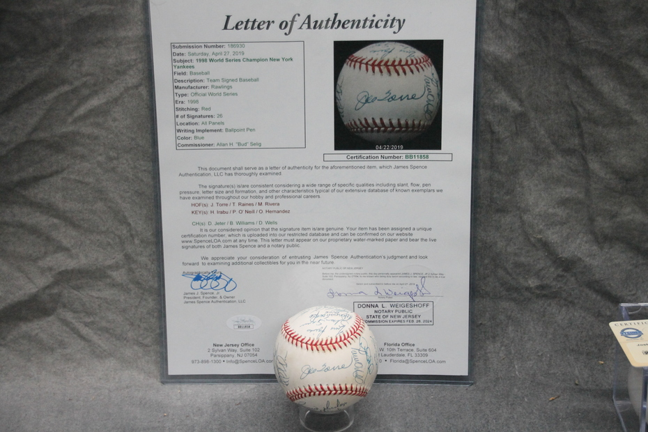 Signed 1998 NY Yankees Baseball