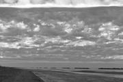 l'inverno ingoia la spiaggia e tutto si confonde