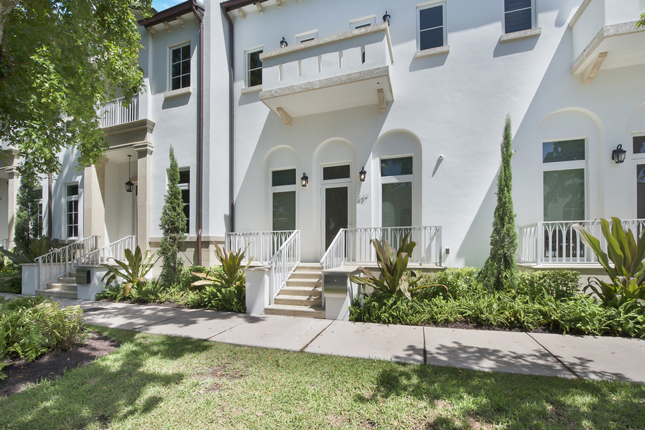 OPEN SATURDAY 12/8/18 FROM 1-3: THE SANTANDER TOWNHOUSE #637